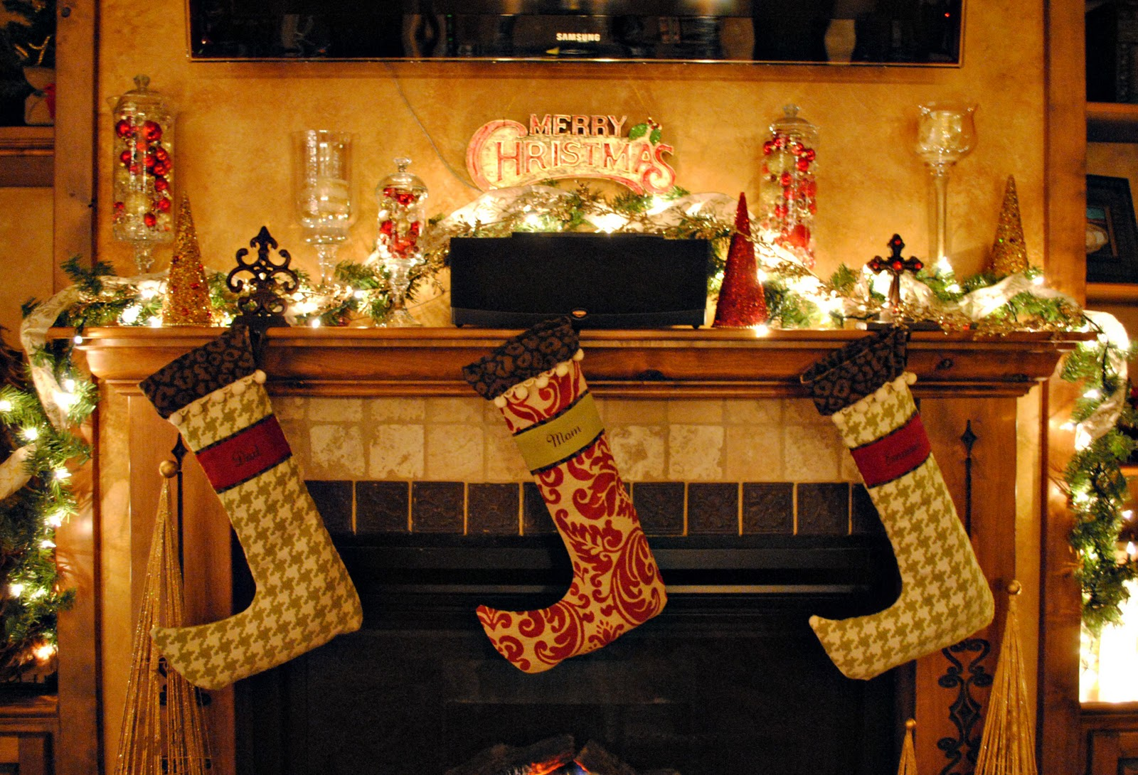 christmas-fireplaces-decor-12