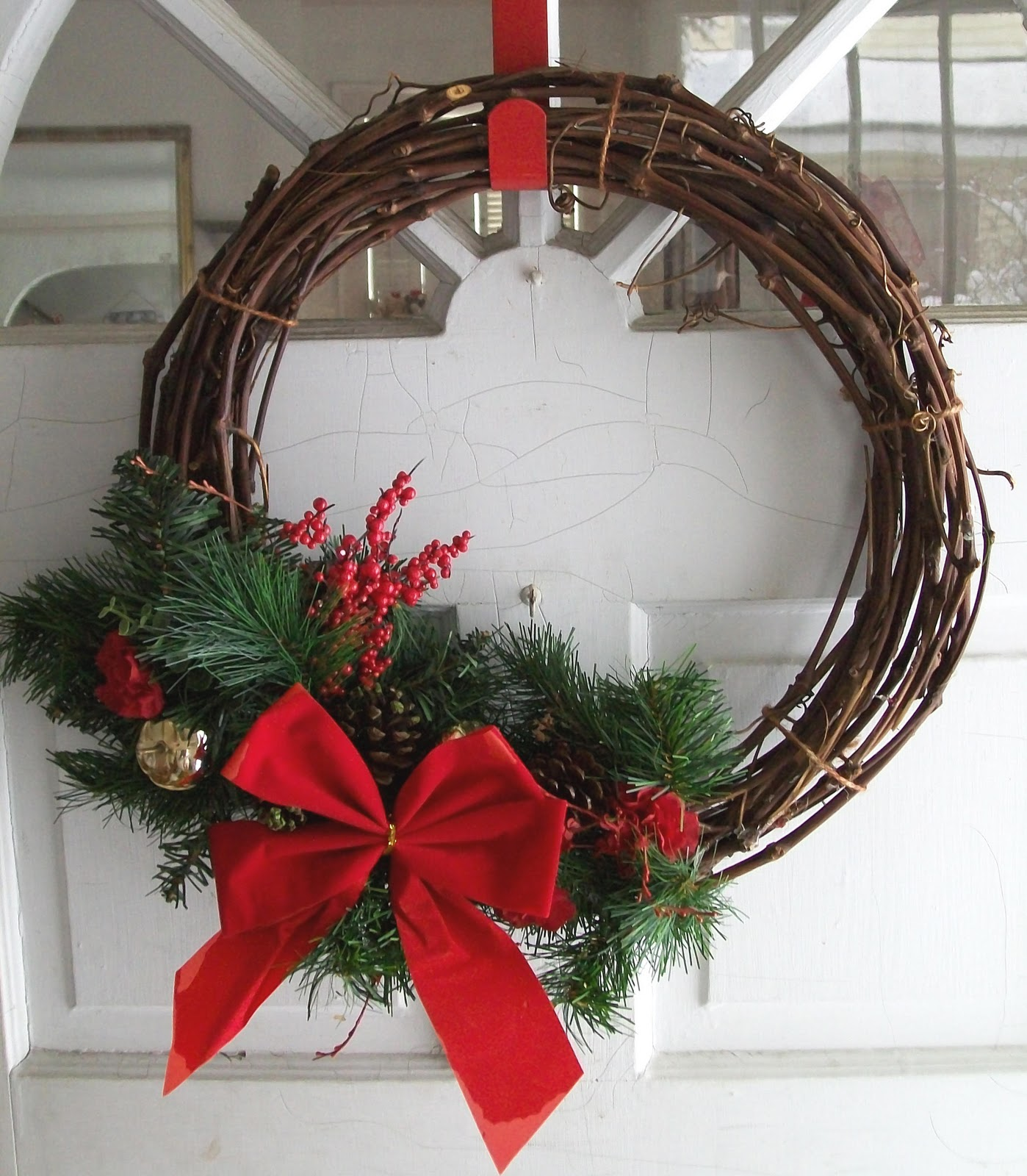 Make a diy christmas wreaths yourself to celebrate the holiday diy christmas wreaths 2 solutioingenieria Images