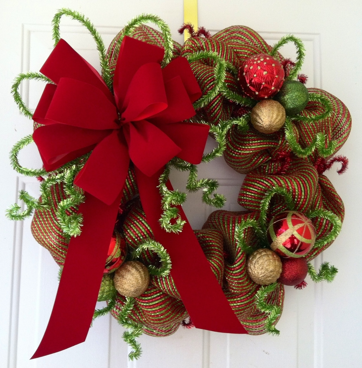 make a diy christmas wreaths yourself to celebrate the holiday