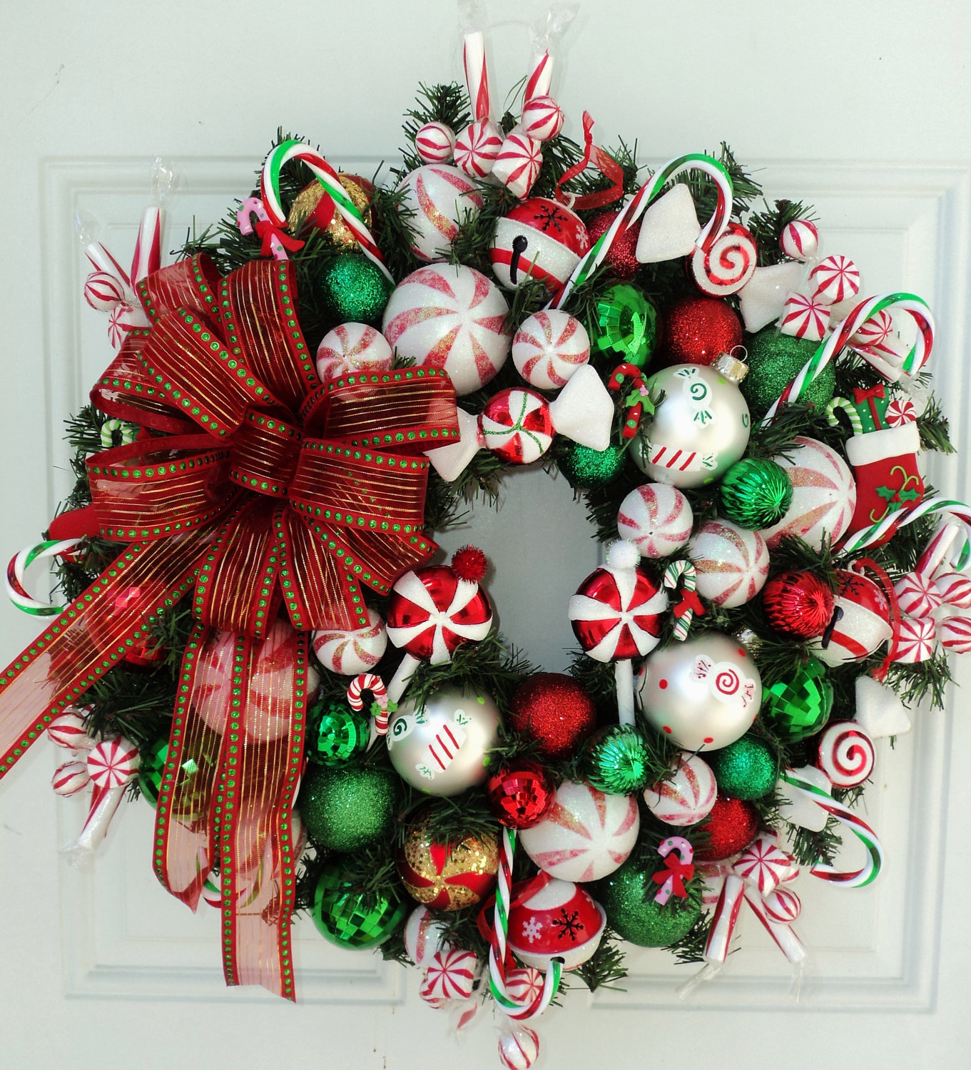 Make a diy christmas wreaths yourself to celebrate the holiday diy christmas wreaths 8 solutioingenieria Images