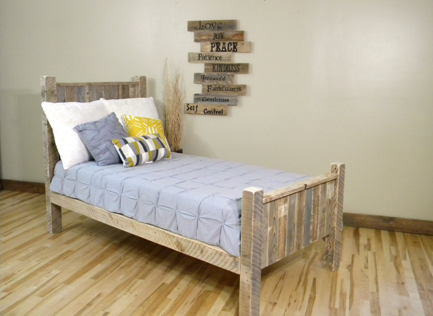 Top Diy Pallet Bed Projects - Elly\'s DIY Blog